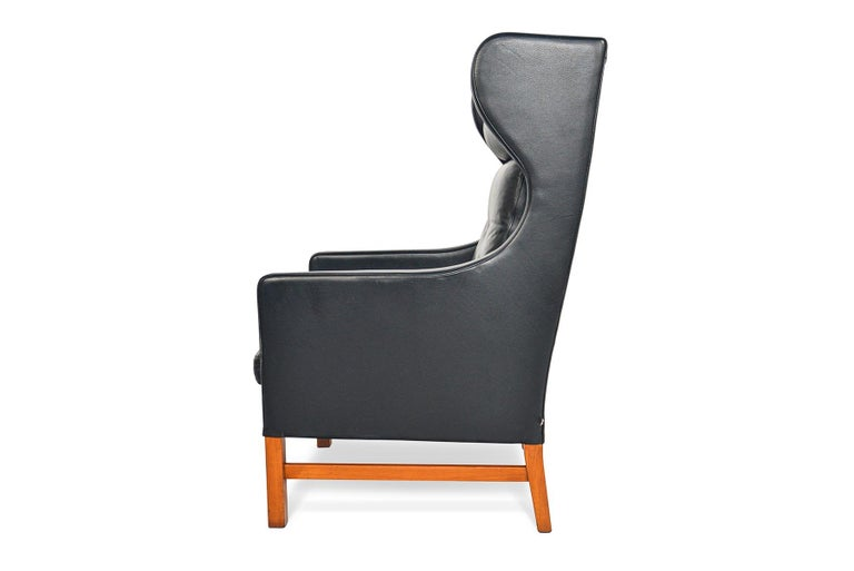 Highback Black Leather Lounge Chair by Skipper Møbler In Good Condition For Sale In Berkeley, CA