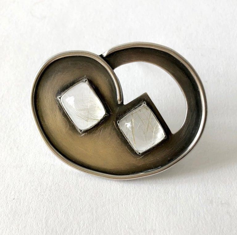 Hilda Kraus Sterling Silver Rutilated Quartz Modernist Brooch In Good Condition For Sale In Los Angeles, CA