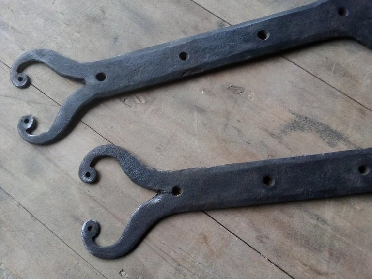 13 pairs of handmade hinges for doors and windows in wrought iron door France 18th century. In a very good general condition. 13 pairs available. Total 26 pieces. Sold and Priced by 1 pair. Dimensions : Length 55 cm, width 5 cm and depth 0.5