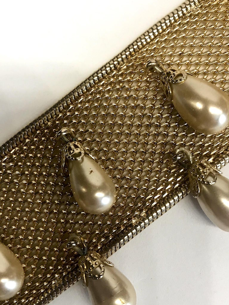 Hobe' 1950s Woven Mesh Bracelet with Pearl Dangles For Sale 6