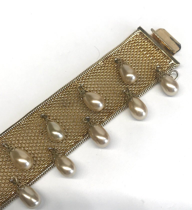 Hobe' 1950s Woven Mesh Bracelet with Pearl Dangles In Good Condition For Sale In New York, NY