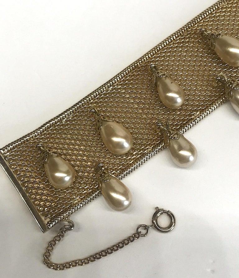 Women's Hobe' 1950s Woven Mesh Bracelet with Pearl Dangles For Sale