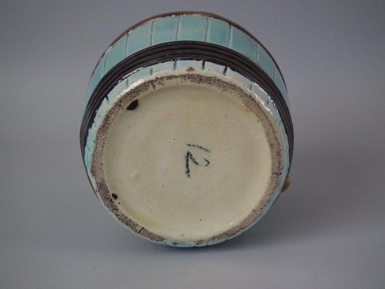 Majolica Dog in Barrel Tobacco Jar and Cover In Good Condition For Sale In Chelmsford, Essex