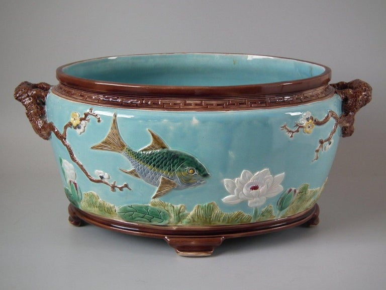 Holdcroft Oval Majolica Fish and Lilies Jardinière In Good Condition For Sale In Battlesbridge, Essex