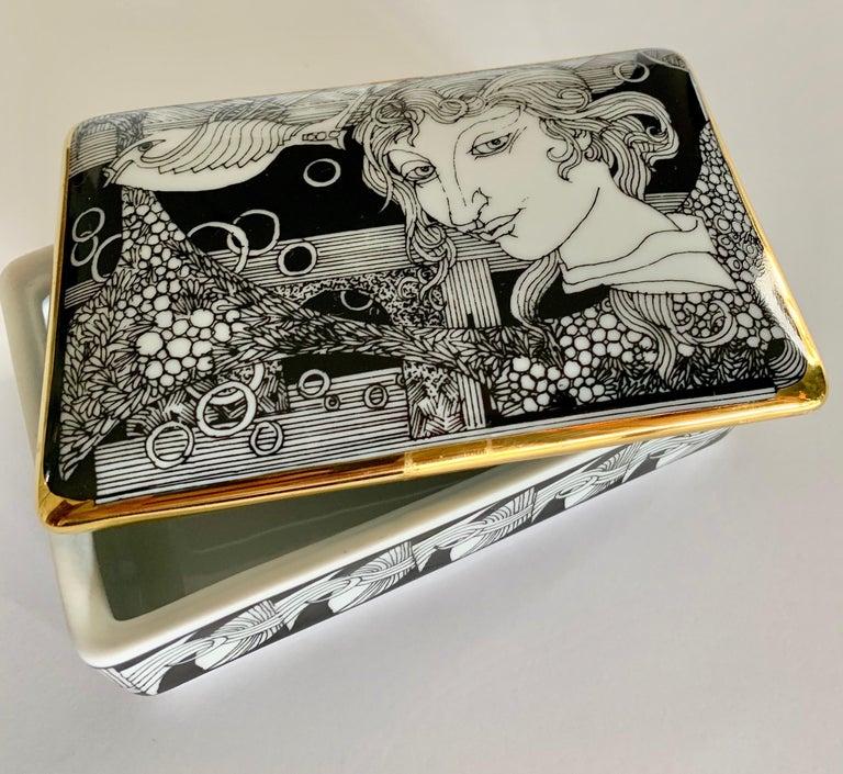 20th Century Hollohaza Hand Painted Gilt Porcelain Lidded Box For Sale