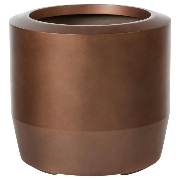 HOLLY HUNT Fugu Large Hollow Cast Concrete Outdoor Planter in Copper Finish For Sale