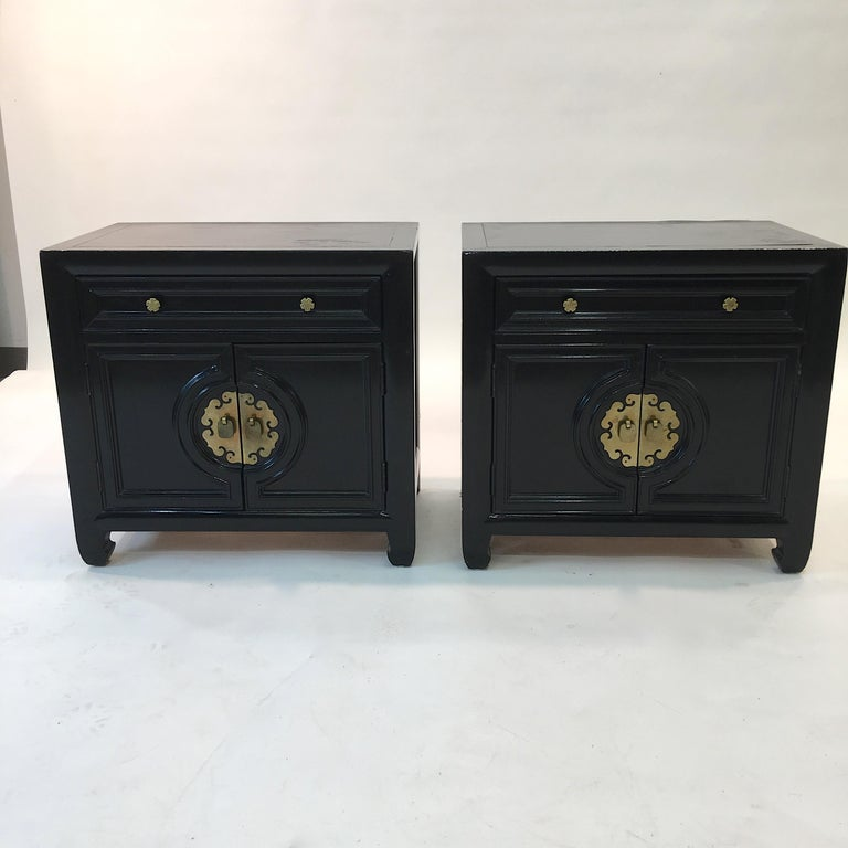 American Hollywood Regency Asian Modern Motif Pair of Nightstands by Century Furniture For Sale