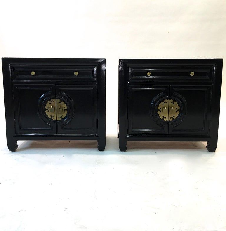 Mid-20th Century Hollywood Regency Asian Modern Motif Pair of Nightstands by Century Furniture For Sale