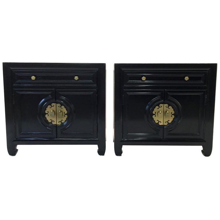 Hollywood Regency Asian Modern Motif Pair of Nightstands by Century Furniture For Sale