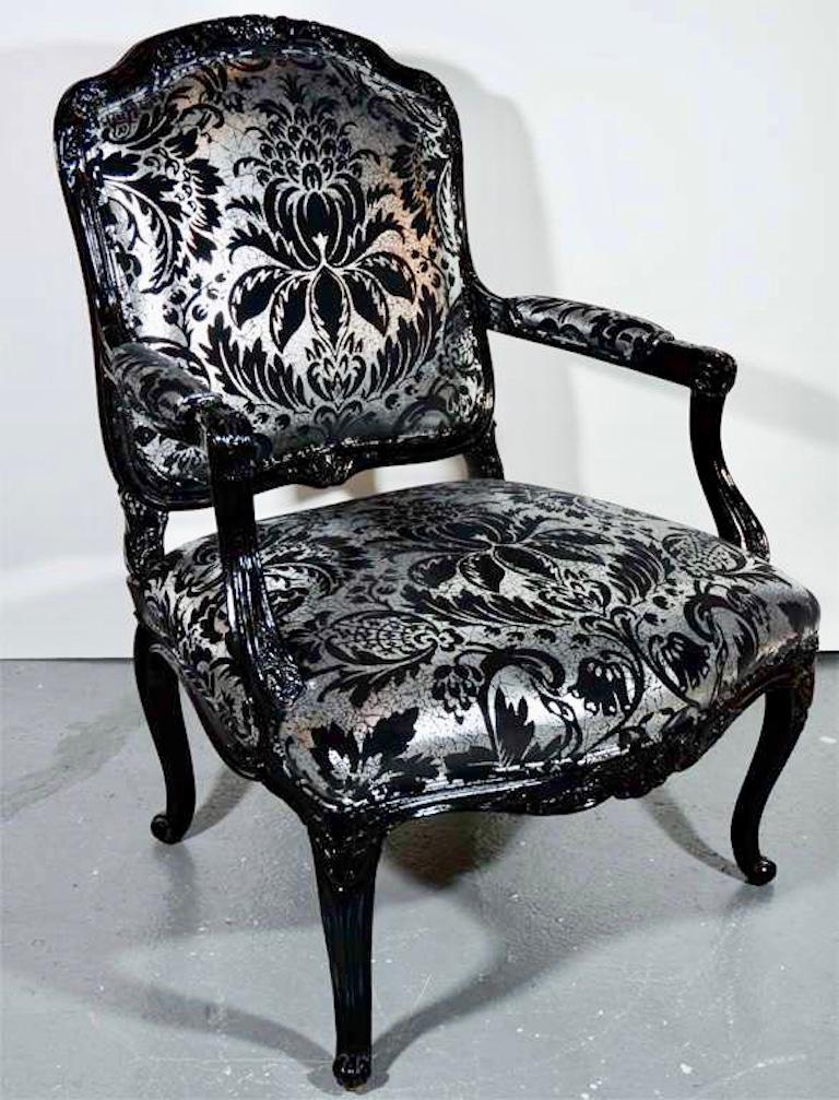 Hollywood Regency Bergere Chair in Embossed Velvet and High Gloss Lacquer In Good Condition For Sale In Stamford, CT