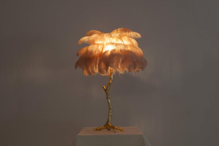 Hollywood Regency Brass and Pink Feather Lamp In Excellent Condition For Sale In Antwerp, BE