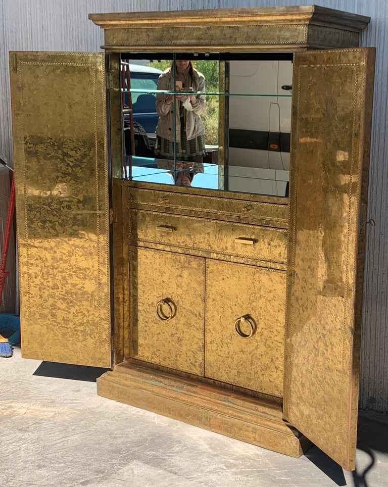 Hollywood Regency Brass Faces Dry Bar with Mirrored Interior In Good Condition In Miami, FL