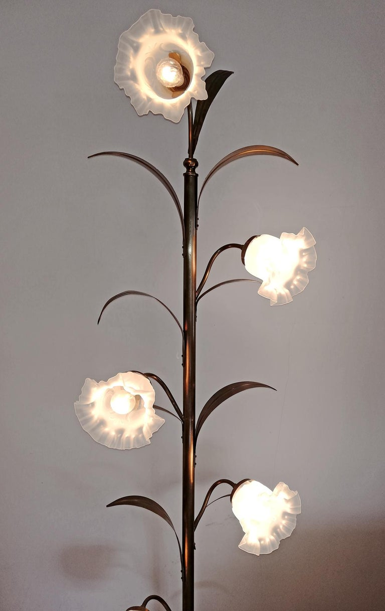 Hollywood Regency Brass Palm Tree and Glass Flower Bouquet Modernist Floor Lamp For Sale 4
