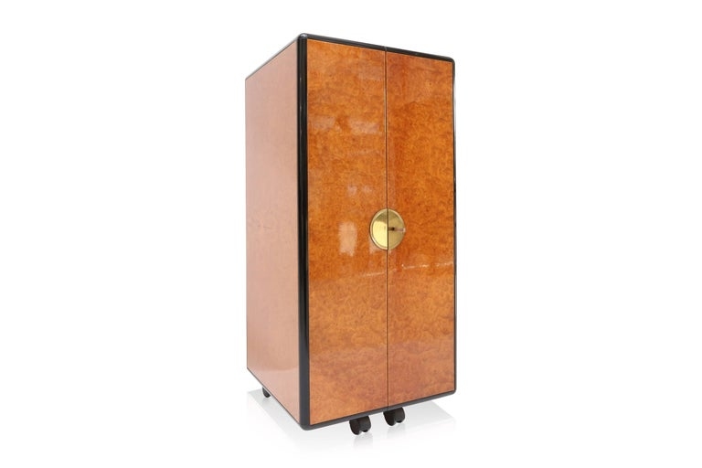 Hollywood Regency Burl and Brass Dry Bar In Good Condition For Sale In Antwerp, BE