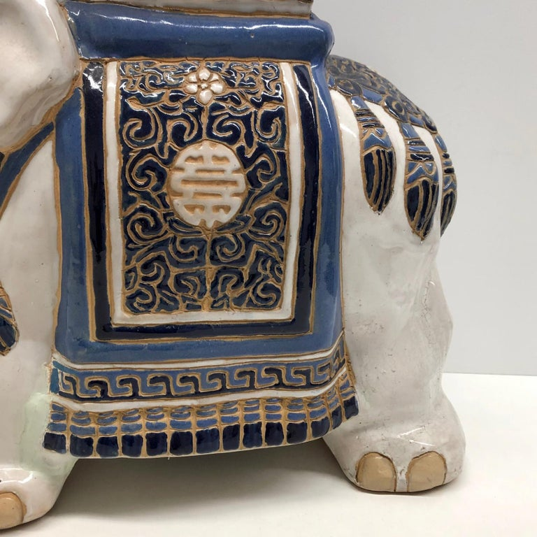 Hollywood Regency Chinese Blue Ivory Colored Elephant Garden Plant Stand or Seat In Good Condition For Sale In Nürnberg, DE