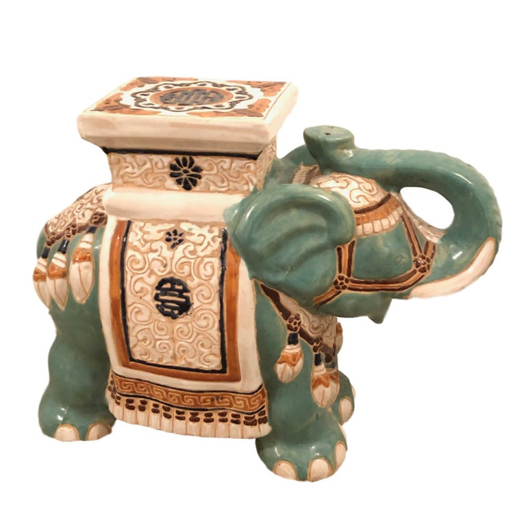 Hollywood Regency Chinese Yade Green Elephant Garden Plant Stand or Seat In Good Condition For Sale In Nürnberg, DE