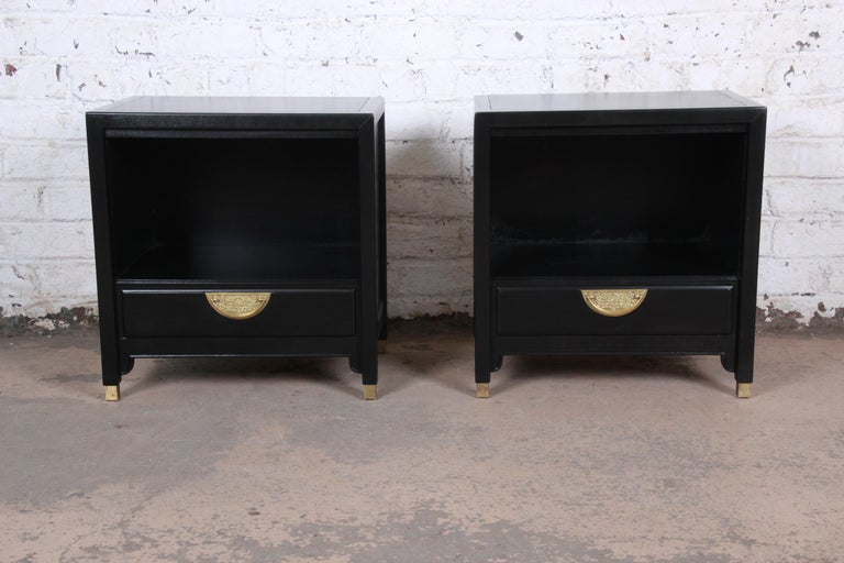 Mid-Century Modern Hollywood Regency Chinoiserie Ebonized Nightstands by Century Furniture, Pair For Sale