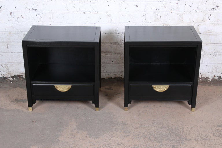 American Hollywood Regency Chinoiserie Ebonized Nightstands by Century Furniture, Pair For Sale