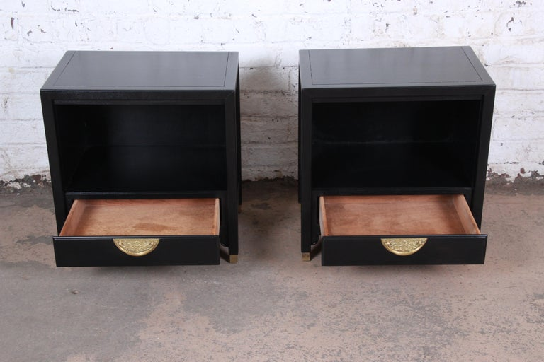 20th Century Hollywood Regency Chinoiserie Ebonized Nightstands by Century Furniture, Pair For Sale