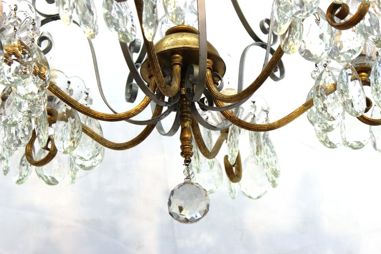 Hollywood Regency Crystal Chandelier with Gilt Metal Accents For Sale 1