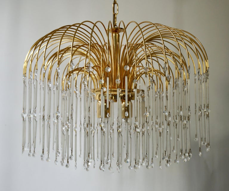 Hollywood Regency Cut Crystal Waterfall Chandelier In Good Condition For Sale In Antwerp, BE