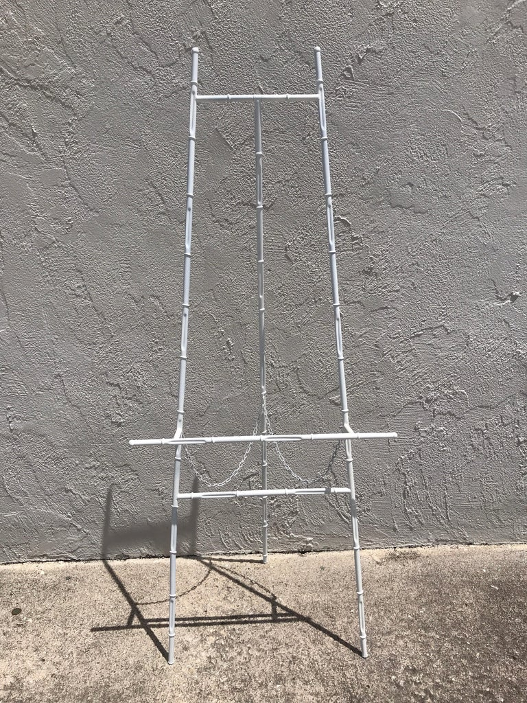 Hollywood Regency Faux Bamboo White Lacquered Easel In Good Condition For Sale In West Palm Beach, FL
