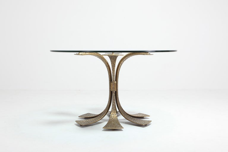 20th Century Hollywood Regency Hammered Brass Dining Table by Luciano Frigerio For Sale