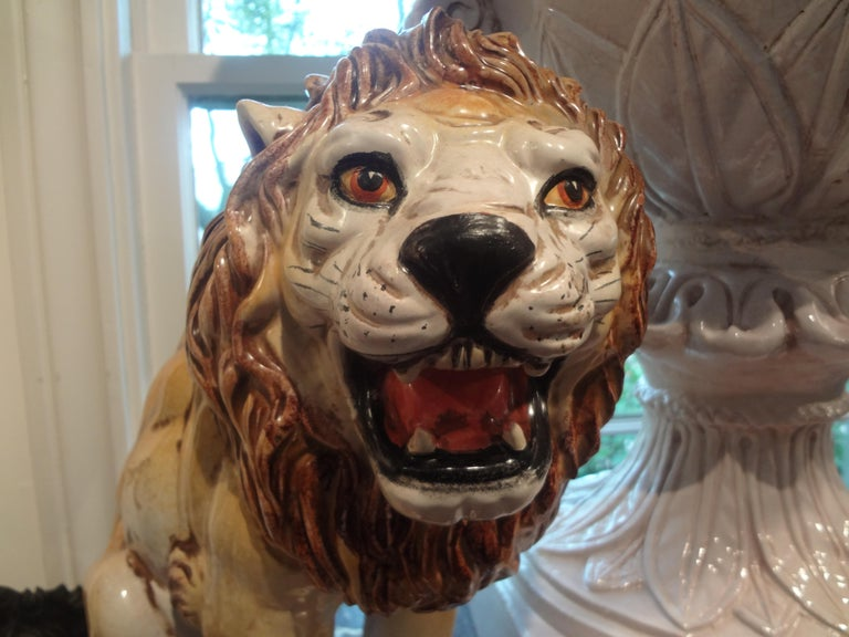 Hollywood Regency Italian Glazed Terracotta Lion In Good Condition For Sale In Houston, TX