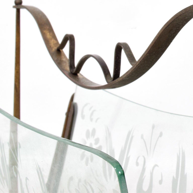 Hollywood Regency Italian Magazine Rack Holder in Brass and Glass In Good Condition For Sale In National City, CA
