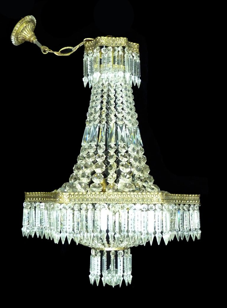 Hollywood Regency Louis XVI French Empire Cut Crystal Basket & Bronze Chandelier In Excellent Condition For Sale In Coimbra, PT