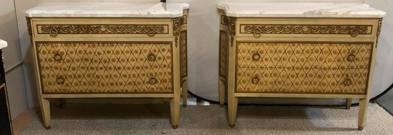 Hollywood Regency Maison Jansen Style Bronze Mounted Commodes Chests Nightstands In Good Condition For Sale In Stamford, CT