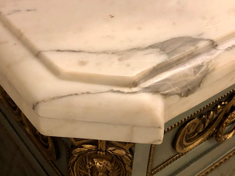 20th Century Hollywood Regency Marble-Top Commodes Chests Commode Nightstands Pair For Sale