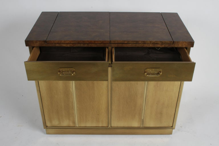 Hollywood Regency Mastercraft Brass and Burled Elm Dry Bar Server with Flip Top For Sale 4