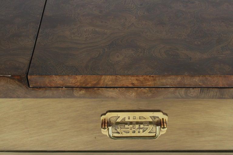 Mid-Century Modern Hollywood Regency Mastercraft Brass and Burled Elm Dry Bar Server with Flip Top For Sale