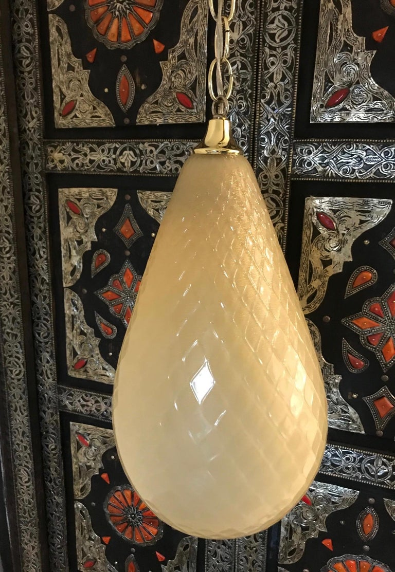 Mid-Century Modern hand blown Murano glass light fixture in a rich beige color with gold fleck accents. The pendant chandelier has a Moorish or Moroccan inspired design in the form of a tear drop or a bell with etched diamond patterns. Fitted with a