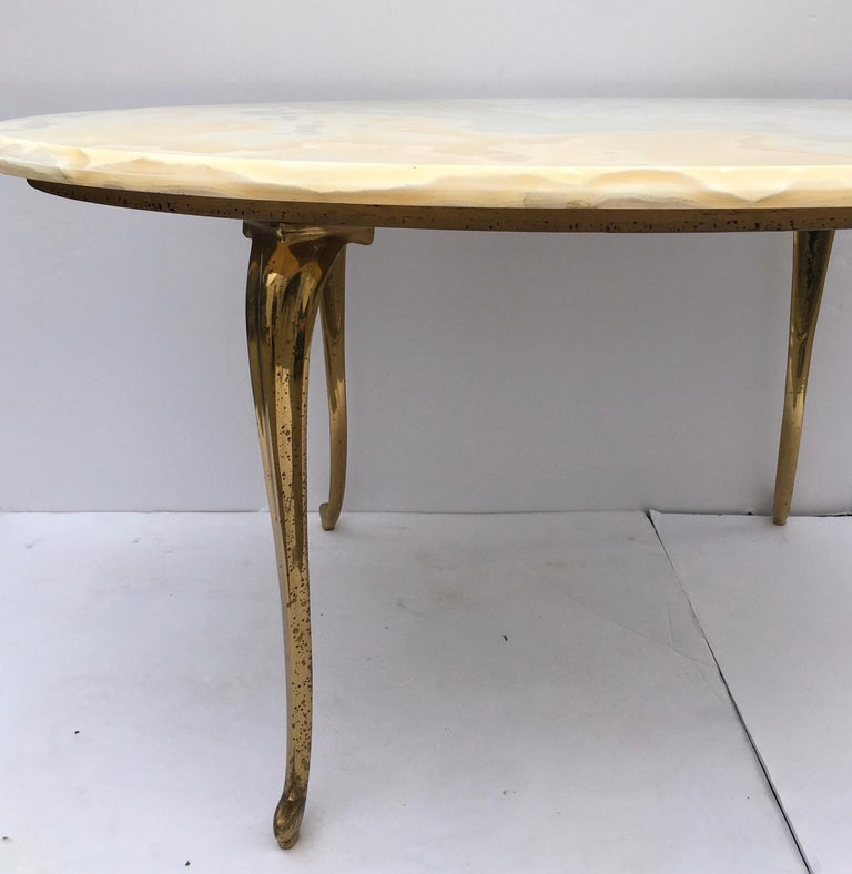 Hollywood Regency Onyx Stone and Brass Oval Cocktail Coffee Table, Italy In Good Condition For Sale In Lambertville, NJ