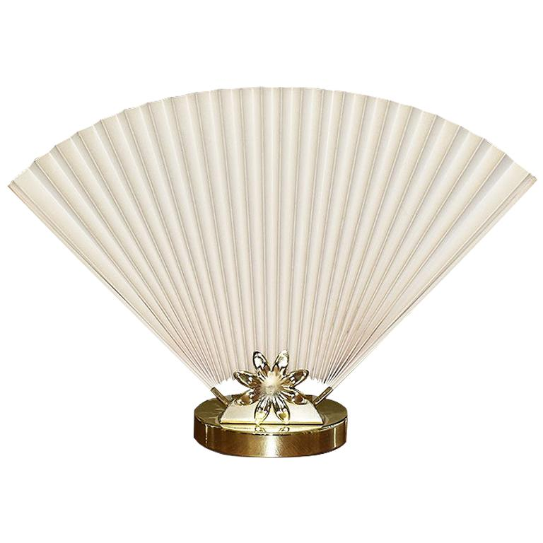 Hollywood Regency or Chinoiserie Accordion Fan Table Lamp in Cream and Gold For Sale