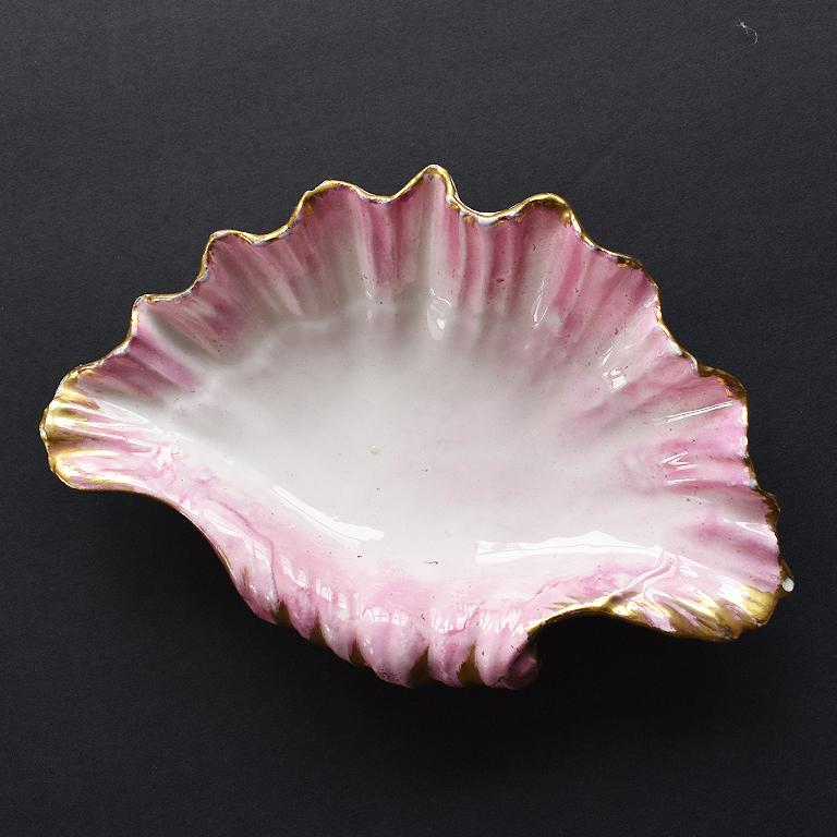 Hollywood Regency Pink Pearlized Ceramic Clam Shell Decorative Dish Catchall In Good Condition In Oklahoma City, OK