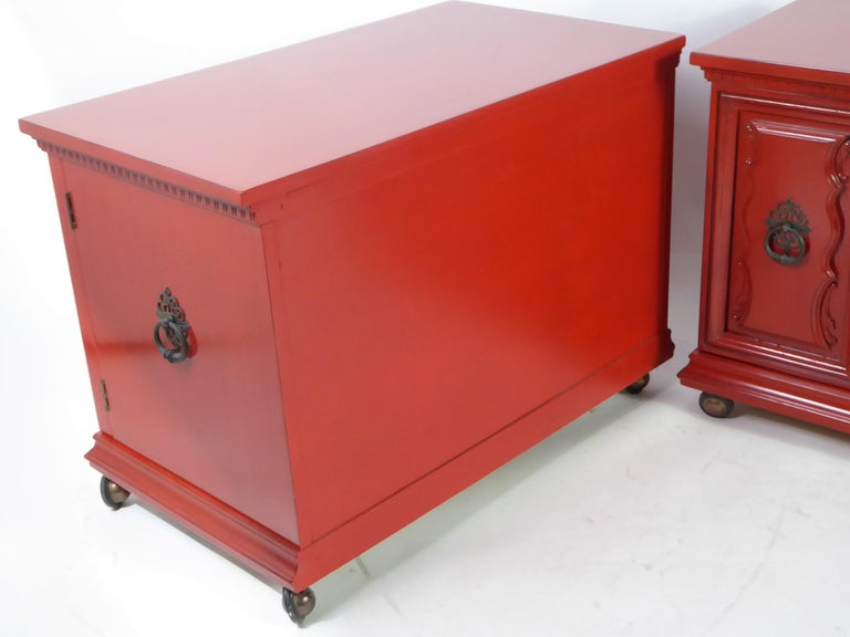 Hollywood Regency Red Lacquer Bedside Tables by Weiman For Sale 7