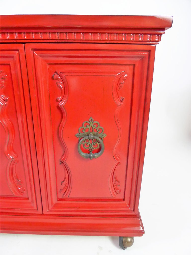 Mid-20th Century Hollywood Regency Red Lacquer Bedside Tables by Weiman For Sale
