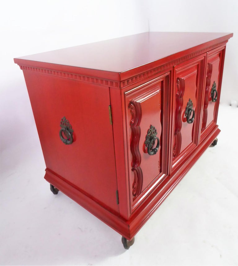 Hollywood Regency Red Lacquer Bedside Tables by Weiman For Sale 1