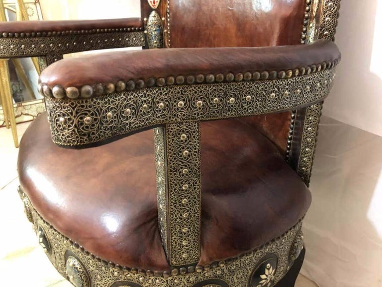 Hollywood Regency Royal Style Handmade Fine Leather Pair of Chairs and Table For Sale 12