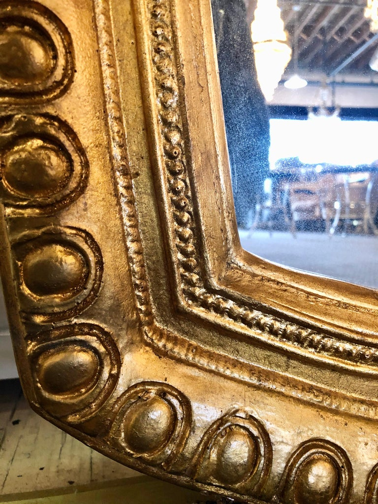 Hollywood Regency Style Giltwood Carved Standing Floor or Wall Mirror For Sale 2