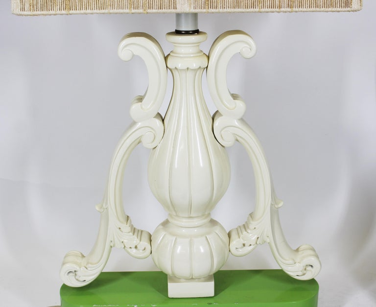 Hollywood Regency or Palm Beach Regency Baroque style vase shaped table lamp in lacquered wood, on lacquered green base, with original shade. Wear and tears to the inside of the original shade.