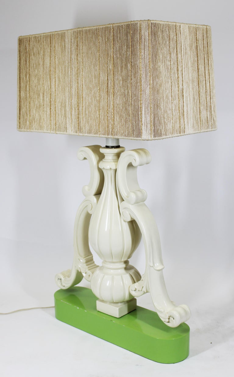 Hollywood Regency Vase Shaped Table Lamp in Lacquered Wood In Good Condition For Sale In New York, NY