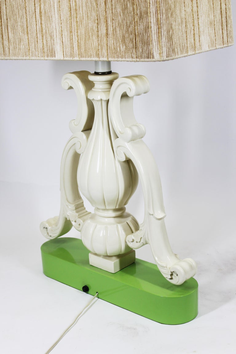 Hollywood Regency Vase Shaped Table Lamp in Lacquered Wood For Sale 3