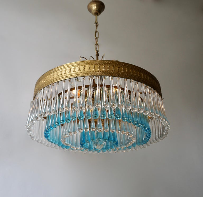 Hollywood Teardrop and Crystal Ball Chandelier with Brass and Hand Blown Glass In Good Condition For Sale In Antwerp, BE