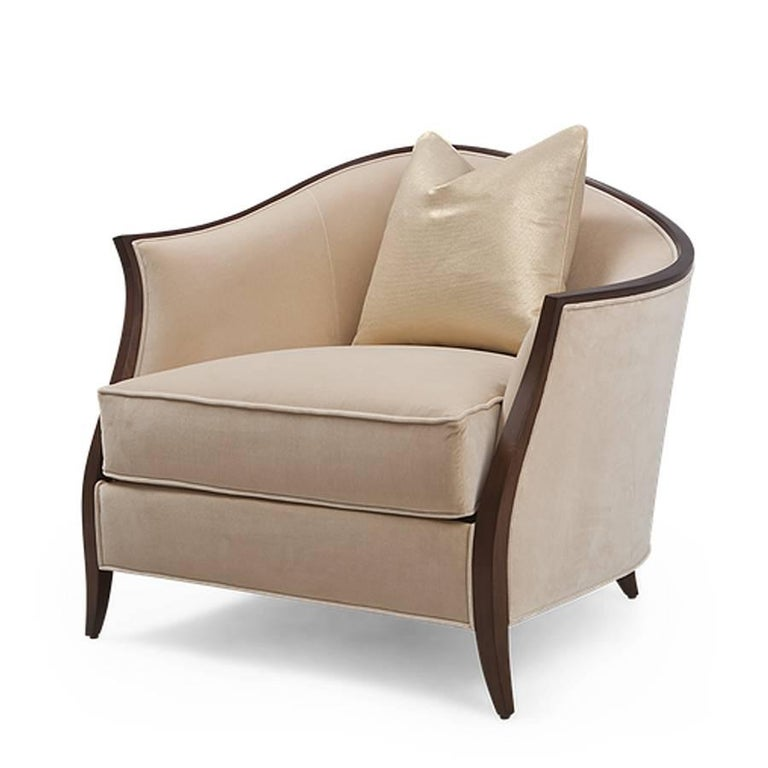 Armchair Holton left with structure in solid veneered mahogany wood and covered with high quality satinated beige velvet fabric. Also available in armchair Holton right. Also available with other fabrics on request.