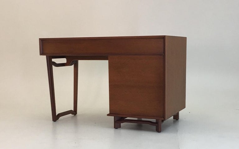 Honduran Mahogany Vanity by Hickory Manufacturing For Sale 7