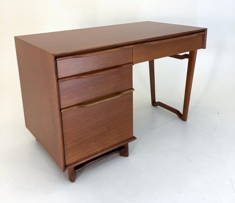 1952 by Hickory Manufacturing Single Pedestal Vanity desk in all-mahogany. Measures 29.5